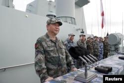 中国国家主席习近平在南中国海检阅中国海军 (2018年4月12日)