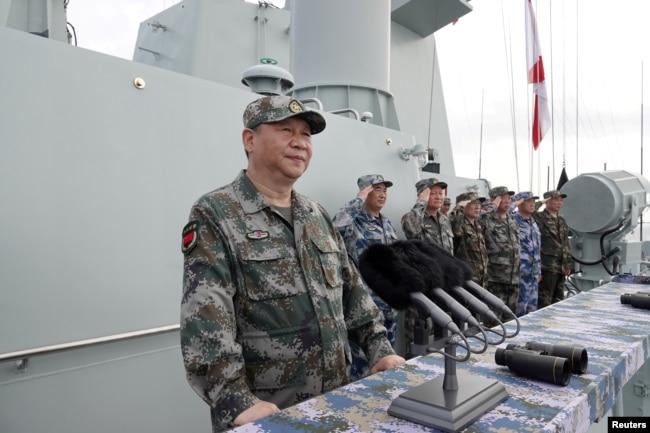 中國國家主席習近平在南中國海檢閱中國海軍(2018年4月12日)