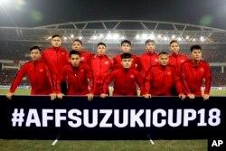 베트남 하노이에서 열린 스즈키컵 결승전에서 베트남 축구팀이 포즈를 취하고 있다.