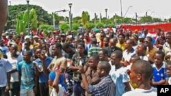 À espera de oportunidades. Jovens angolanos