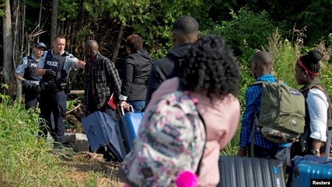 Resultado de imagen para Cientos de haitianos abandonan EEUU rumbo a Canadá en busca de asilo.