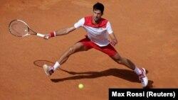 Novak Đoković u meču protiv Ukrajinca Aleksandra Dolgopolova na Mastersu u Rimu, 14. maja 2018. godine (Foto: Reuters/Max Rossi)