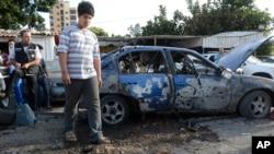 Hai quả đạn làm ít nhất 3 người bị thương ở phía nam thủ đô Beirut.