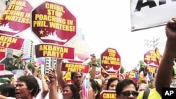 示威者星期五在馬尼拉的一個金融區舉行集會,並遊行到中國領事館