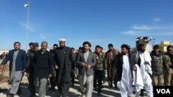 وزیر زراعت و مالداری از سه روز به این سو سرگرم دیدار از پروژه های زراعتی در جنوب افغانستان است
