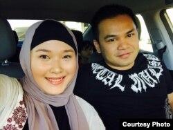 Melwanche Arief, warga Indonesia yang menjadi saksi penembakan di Las Vegas, beserta istri.