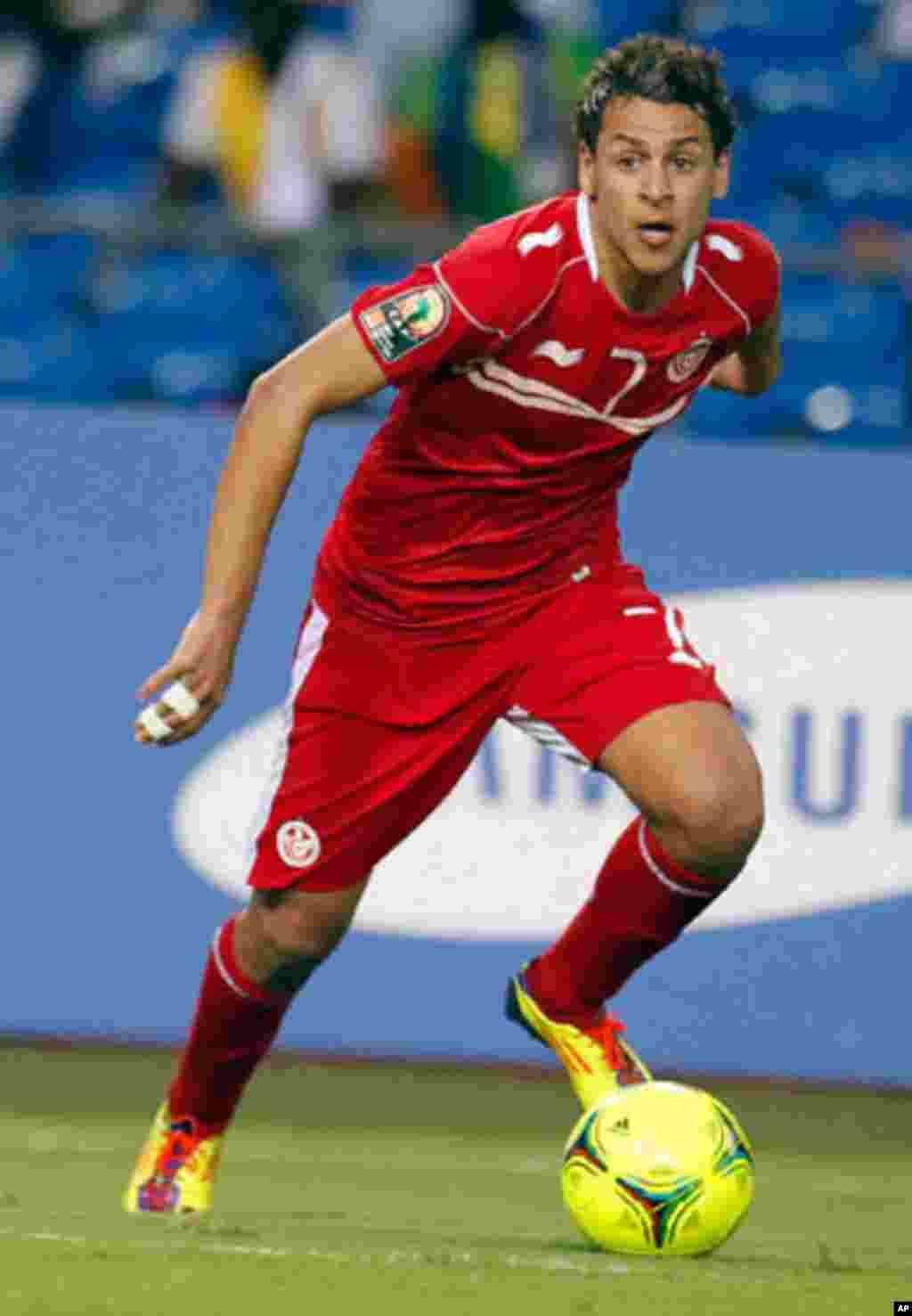 Tunisia's Msakni dribbles the ball during their African Cup of Nations soccer match against Niger in Libreville