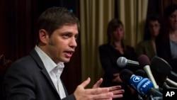 Aksel Kicilof, ministar ekonomije Argentine obraća se novinarima posle sednice pregovora u Konzultatu Argentine u Njujorku 30. jula 2014.
