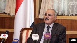 Tổng thống sắp từ nhiệm của Yemen Ali Abdullah Saleh phát biểu trước các phóng viên tại phủ tổng thống ở Sanaa, ngày 22/1/2012
