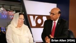 Khizr et Ghazala Khan dans les studios de la VOA, le 1er août 2016
