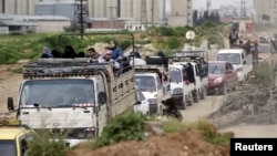 İdlib'in düşmesinin ardından Esat güçlerinin hava saldırısı düzenlemesinden korkan İdlib halkı kenti terk ediyor