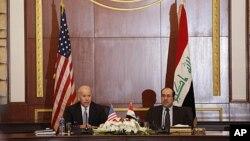 Başkan Yardımcısı Joe Biden'ın 2011 yılındaki Irak ziyareti sırasında Başbakan Nuri el Maliki'yle yaptığı görüşme (Arşiv)