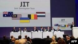 지난 2014년 우크라이나 동부에 추락한 말레이시아 여객기와 관련해 국제조사단이 28일 그동안의 조사결과를 발표하고 있다.