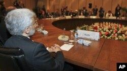 Las negociaciones entre las cinco grandes potencias y Teherán en torno al programa nuclear del país árabe siguen en pie pero no muestran progresos.