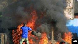 Gbagbo Empossado, Manifestantes na Ruas