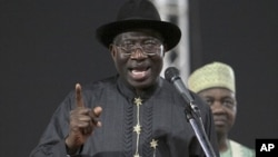 Shugaba Goodluck Jonathan yan ajawabi gaban wakilan jam'iyyarsa ta PDP lokacin wani taron fitar da dan takara a Abuja a 2011