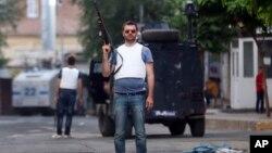 Офицеры трецкой полиции патрулируют города страны