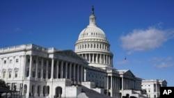 Líderes demócratas y republicanos del Congreso de EE.UU. tratan de lograr acuerdo para paquete de ayuda por COVID-19 antes de las vacaciones de Navidad.