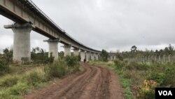 肯尼亚标准轨距铁路现在从港口城市蒙巴萨延伸到奈瓦沙。(资料照片)