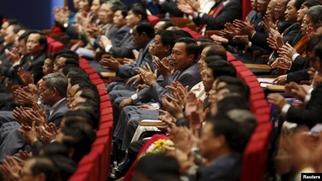Giới quan sát cho rằng những động thái mới nhất này cho thấy Đảng Cộng sản đang nỗ lực làm trong sạch bộ máy vào lúc kinh tế Việt Nam phát triển chậm lại một phần vì nạn tham nhũng và sự thao túng của các nhóm lợi ích. (Ảnh tư liệu)