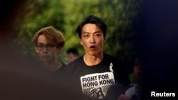 香港民间人权阵线召集人岑子杰在立法会外对记者讲话。(2019年6月15日)
