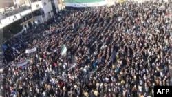 Türk sınırı yakınındaki İdlib kentinde Esad karşıtı gösteri