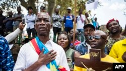 Abanyekongo mu myiyerekano i Johannesburg baririmba ururirimbo ruhayagiza igihugu ca Congo, basaba Perezida Kabila kuva ku butegetsi.