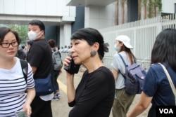 立法会议员毛孟静2019年6月12日在立法会外 (美国之音记者申华拍摄)