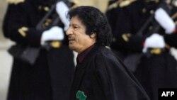 Mouammar Kadhafi, à Paris, le 12 décembre 2007.