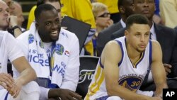 Draymond Green et Steph Curry, Golden State Warriors, Oakland, Californie, le 5 juin 2016.