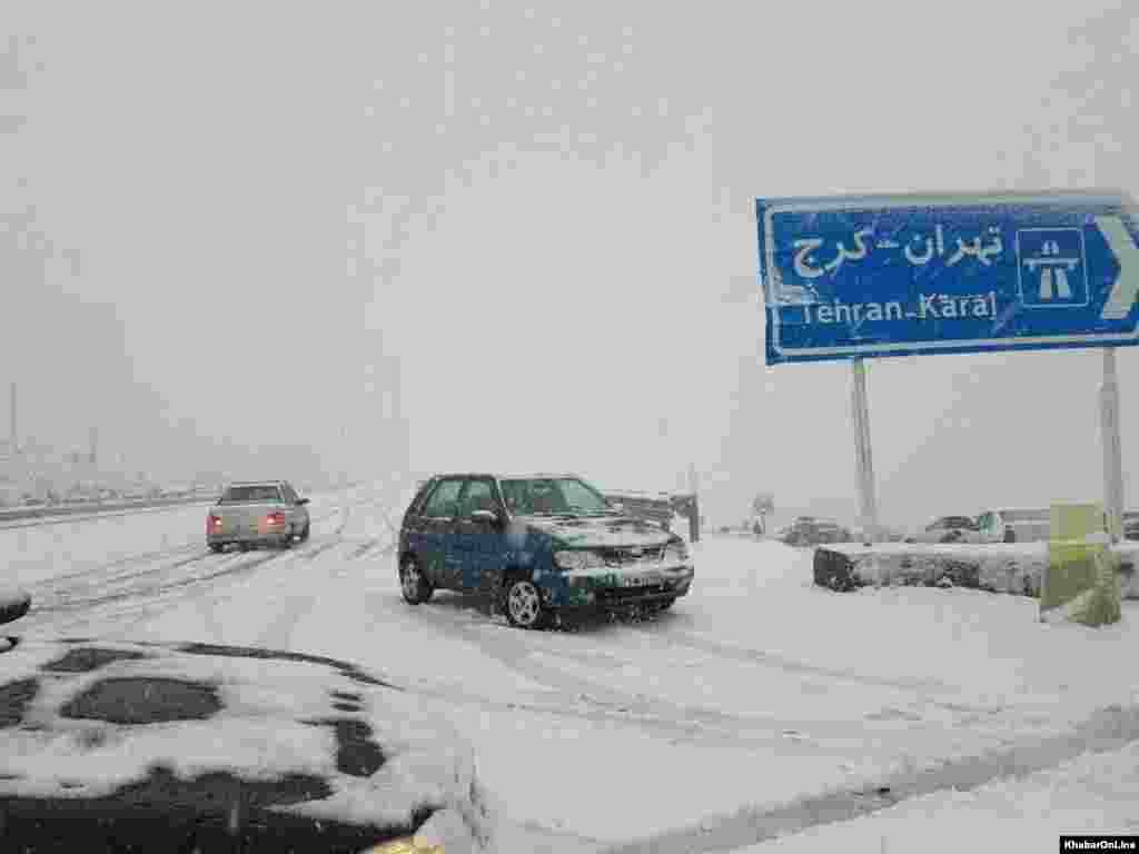 بارش برف در تهران و جاده تهران به کرج