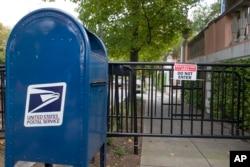 Un buzón postal cerca de la casa del expresidente Barack Obama en Washington D.C. El Servicio Secreto interceptó paquetes con posibles explosivos dirigidos al exmandatario. Oct. 24 de 2018.