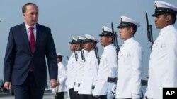 Menteri Imigrasi Peter Dutton saat melakukan kunjungan di Port Klang, Malaysia (foto: dok).