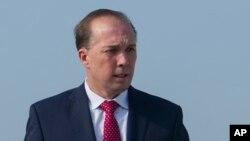 Bộ trưởng Di trú Úc Peter Dutton cáo buộc những người ủng hộ người tị nạn về những khích động căng thẳng trên đảo Nauru bằng cách khuyến khích di dân thực hiện các biện pháp quyết liệt nhằm ép buộc Úc phải thay đổi các chính sách bảo vệ biên giới của mình.