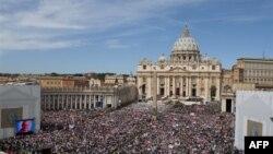 Papa Benedikti emëron diplomatin e Vatikanit
