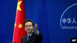 Phát ngôn viên Bộ Ngoại giao Trung Quốc Hồng Lỗi nói Bắc Kinh hy vọng các bên có tranh chấp ở Biển Ðông coi hòa bình và ổn định khu vực là một ưu tiên hàng đầu
