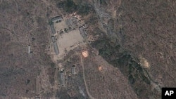 Gambar satelit yang dirilis oleh GeoEye ini menunjukkan kegiatan di sekitar pusat pengujian nuklir Korea Utara, Punggye-ri, 18 April 2012 (FOto: dok).