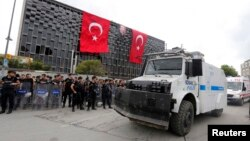 Turkish riot police take up position in Taksim Square in Istanbul June 12, 2013.