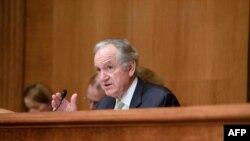 参议院教育委员会主席汤姆.哈金