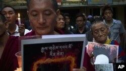 Процессия в память о тибетцах, подвергших себя самосожжению. Дхарамсала, Индия