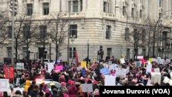 眾多女性1月18日參加了首都華盛頓舉行的第四屆婦女大遊行。