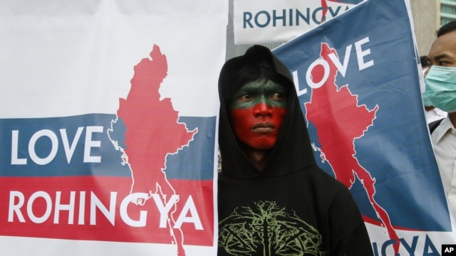 Muslim protesters hold banners during a rally calling for an end to the violence against ethnic Rohingya in Rakhine State of Burma, in Jakarta, Indonesia, July 26, 2012.