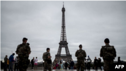 Eiffel ေမွ်ာ္စင္ က်ည္ကာမွန္တံတိုင္း ကာမည္
