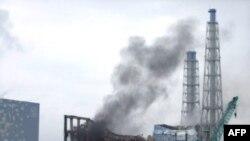 Khói bốc lên từ Nhà máy điện hạt nhân bị hư hại ở Nhật Bản, ngày 21/3/2011