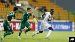 Idrissa Gueye (droite) lors d'un match de la CAN 2015 à Malabo