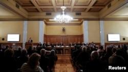 Gubernur Bank Yunani, Yannis Stournaras memberikan sambutan dalam pertemuan tahunan pemegang saham bank di Athena, Yunani, 26 Februari 2018.
