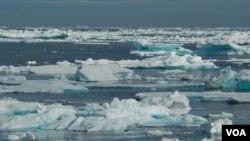 Funcionarios locales han buscado alternativas para llevar combustible a Nome por vía aérea evitando el hielo.