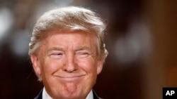 川普總統2017年1月31日在白宮宣佈任命尼爾戈薩奇擔任最高法院大法官時面帶笑容