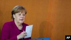 Kanselir Jerman Angela Merkel di pertemuan kabinet mingguan pemerintah Jerman di Berlin, Rabu, 18 April 2018.