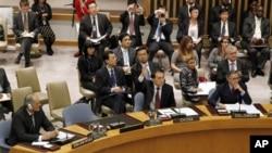 中国常驻联合国代表李保东(中)2011年10月5号投票否决安理会谴责叙利亚的决议(资料照)
